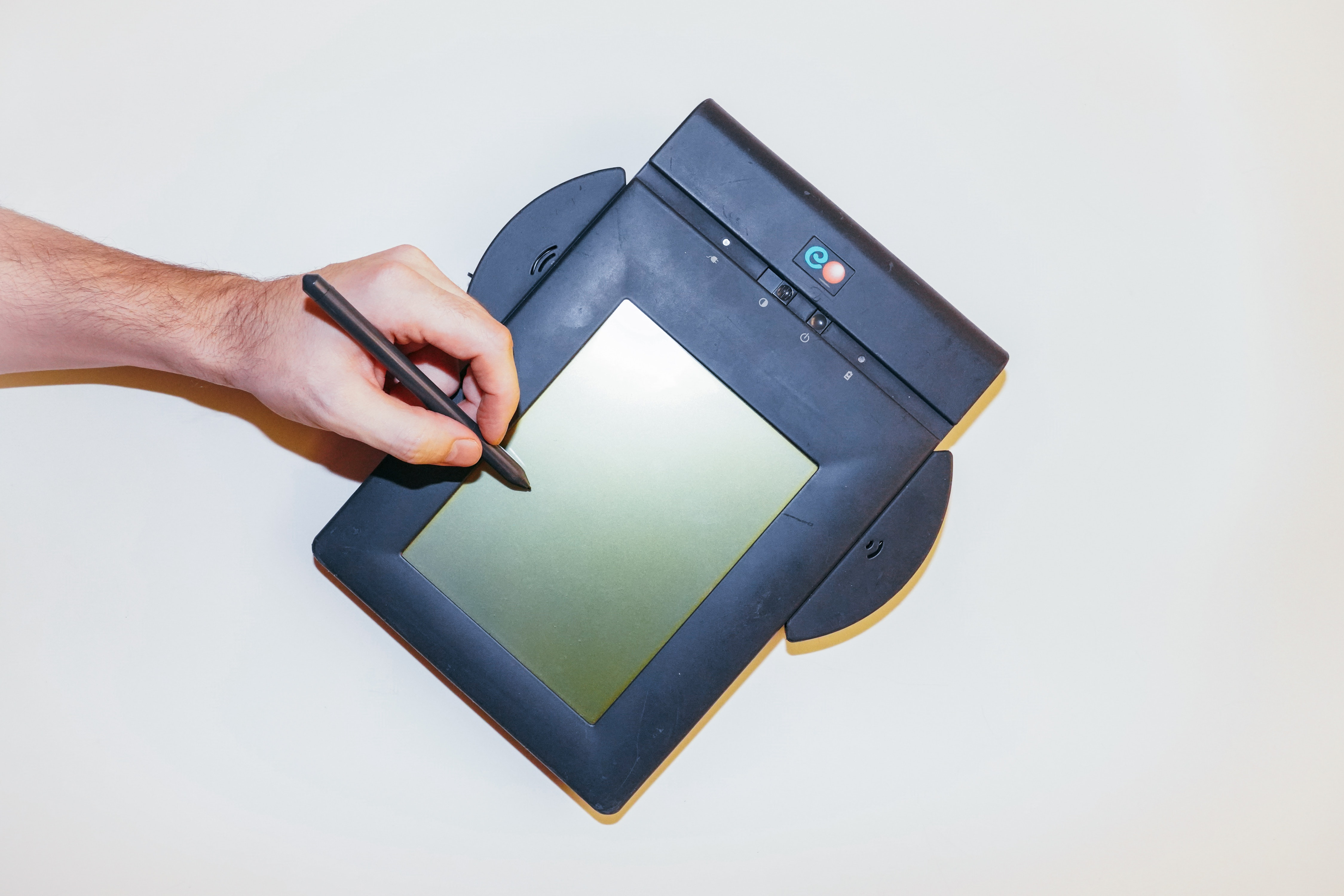 Fax on the beach: The story of the audacious, totally calamitous iPad of the '90s