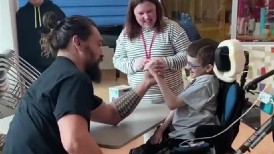 Actor Jason Momoa arm wrestled a kid at UPMC Children's Hospital of Pittsburgh during a recent visit.