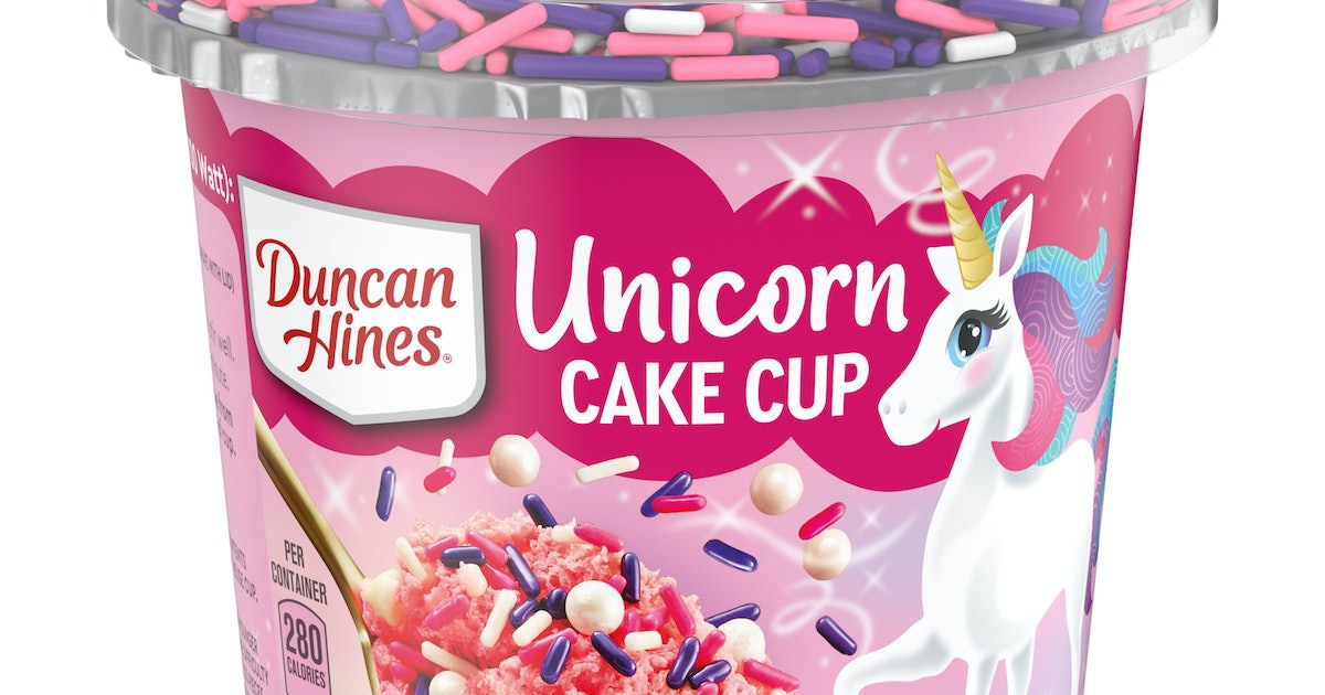 Duncan Hines Single-Serve Unicorn Cake Cups Change Color While Baking