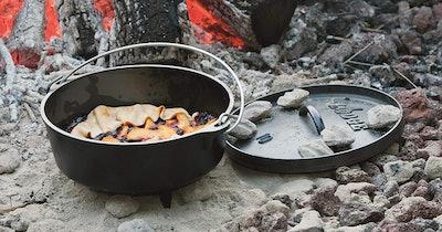 Lodge Cast Iron Camp Dutch Oven (4-Quart)