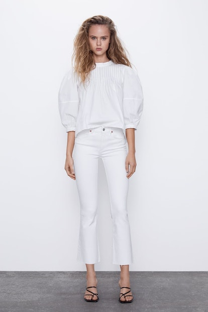 MID-RISE FLARED CROPPED JEANS
