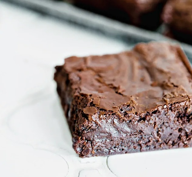Easy homemade brownies recipe from Good Life Eats is fast, simple, and fudgy
