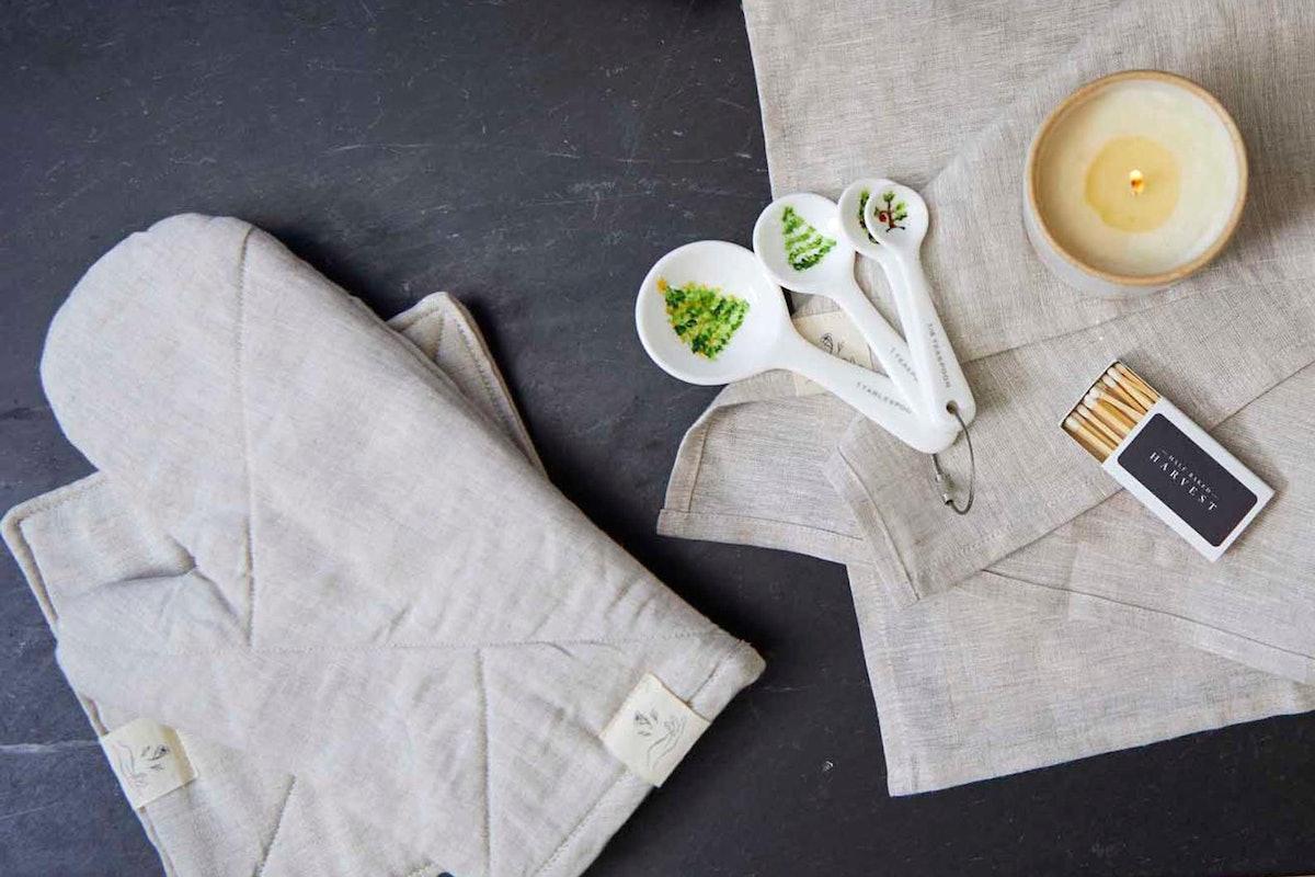 Half Baked Harvest x Etsy x confetti mill | Linen Oven Mitt in Oatmeal
