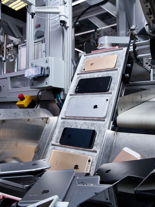 Here's how Apple recycles old iPhones.