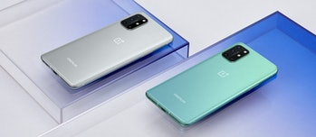 The 8T comes in two colors: Lunar Silver and Aquamarine Green.