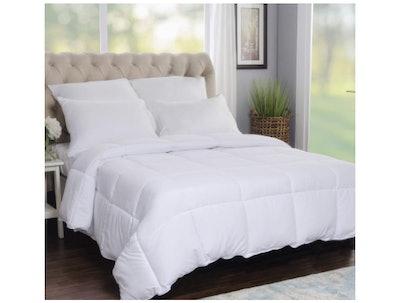 Superior Solid White Down-Alternative Comforter