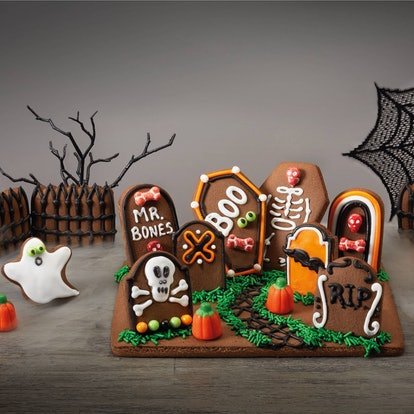 Hyde & EEK! Graveyard Cookie Kit