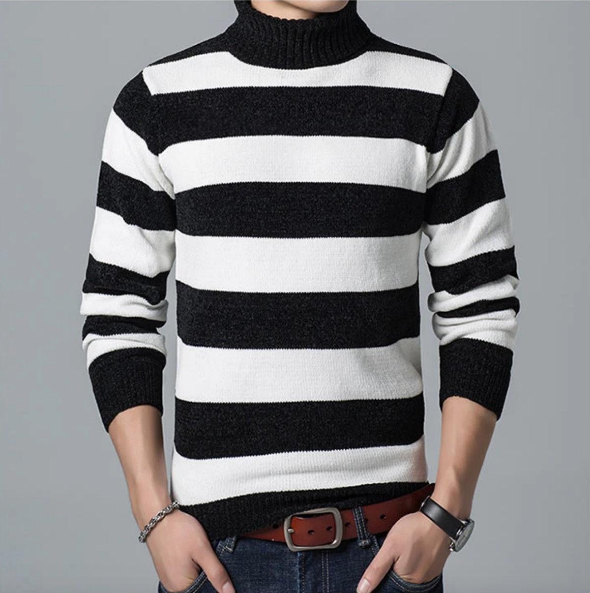 David Rose from 'Schitt's Creek' loves striped sweaters.