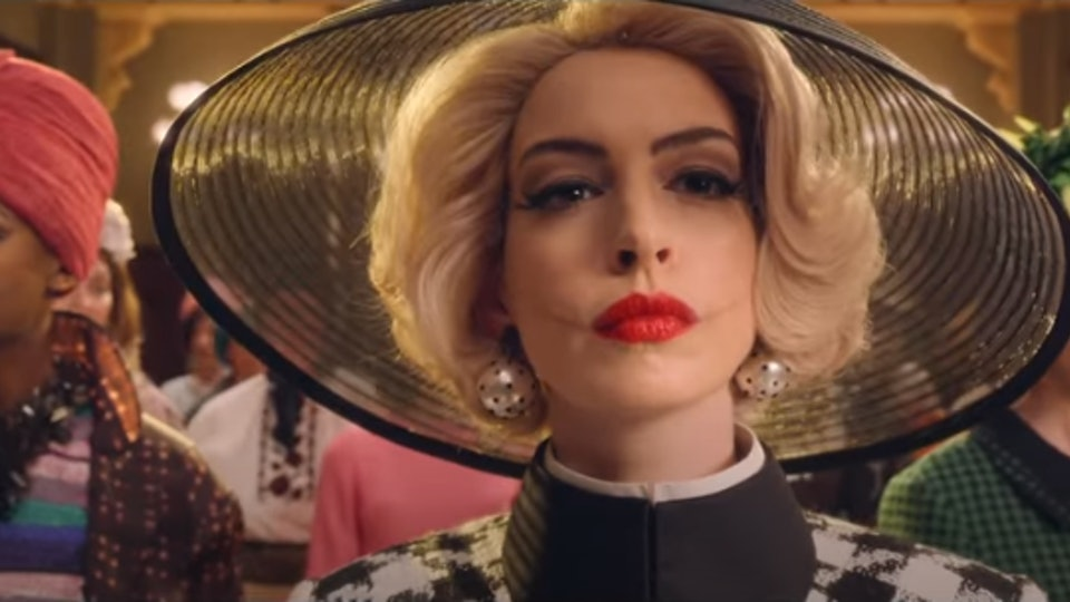 Anne Hathaway is perfect in 'The Witches' trailer.