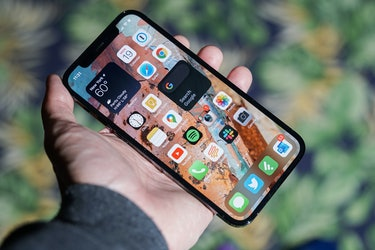 iPhone 12 and iPhone 12 Pro review retina display XDR