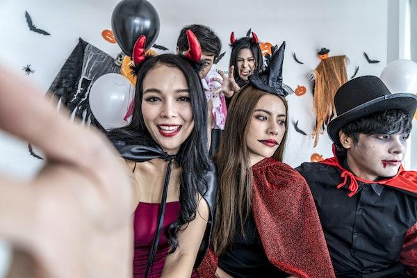 3 friends on Halloween