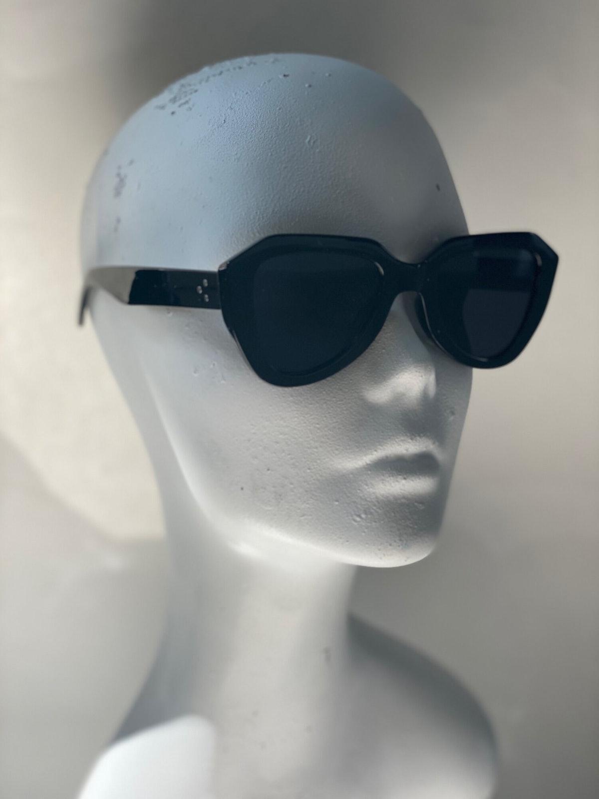 David Rose from 'Schitt's Creek' loves bold sunglasses.