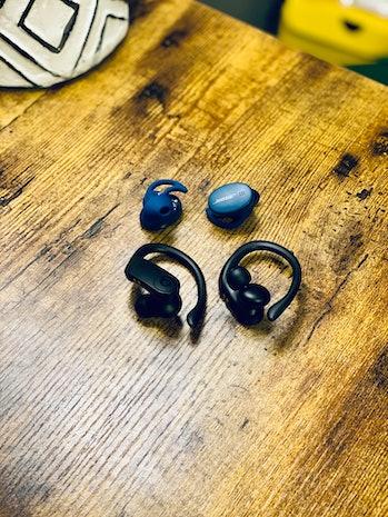 Bose Sport Earbuds vs. Powerbeats Pro
