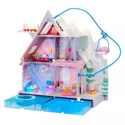 LOL Surprise Winter Chill Cabin (95+ Pieces) (4+)