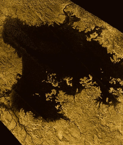 weird molecule in Titan atmosphere