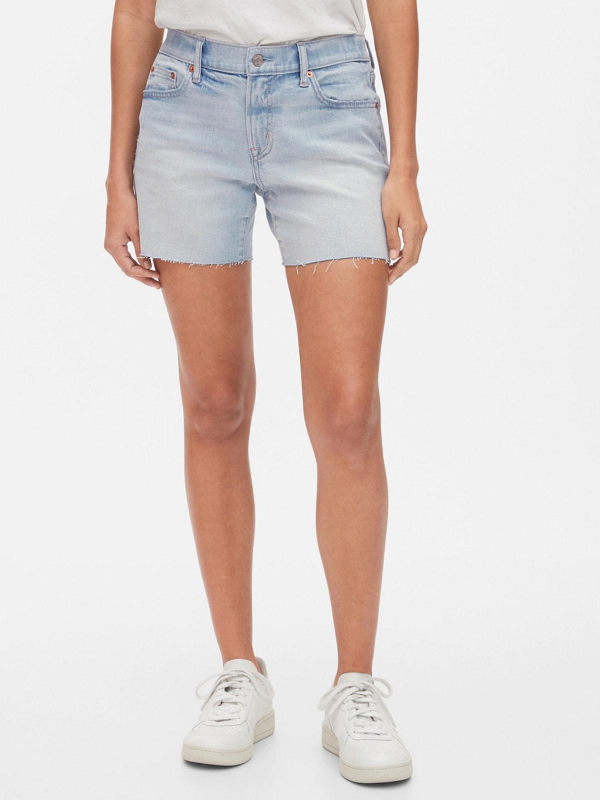 """GAP 5"""" Mid Rise Denim Shorts"""