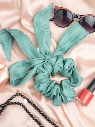Native Mix Store Silk Bow Scrunchie