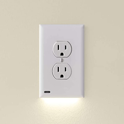 SnapPower Outlet GuideLight
