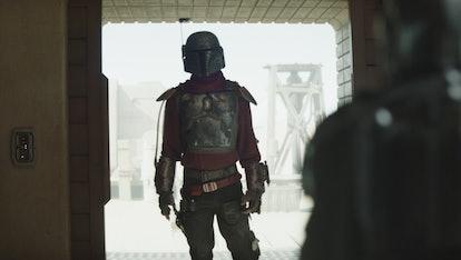 Cobb Vanth in Boba Fett's armor in the 'Mandalorian' Season 2 premiere.