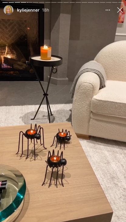 Spider candle holders are an easy decor idea for Halloween