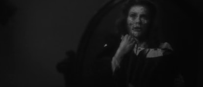Viola Lloyd sees her dead face for the first time in 'The Haunting of Bly Manor'