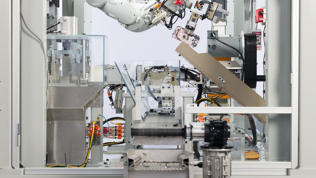 Here's how Apple recycles old iPhones and turns them into new phone models, thanks to its robots.