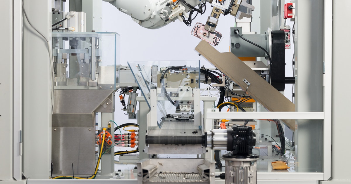 Meet Daisy & Dave, Apple's Recycling Robots Turning Your Old iPhones Into New Models
