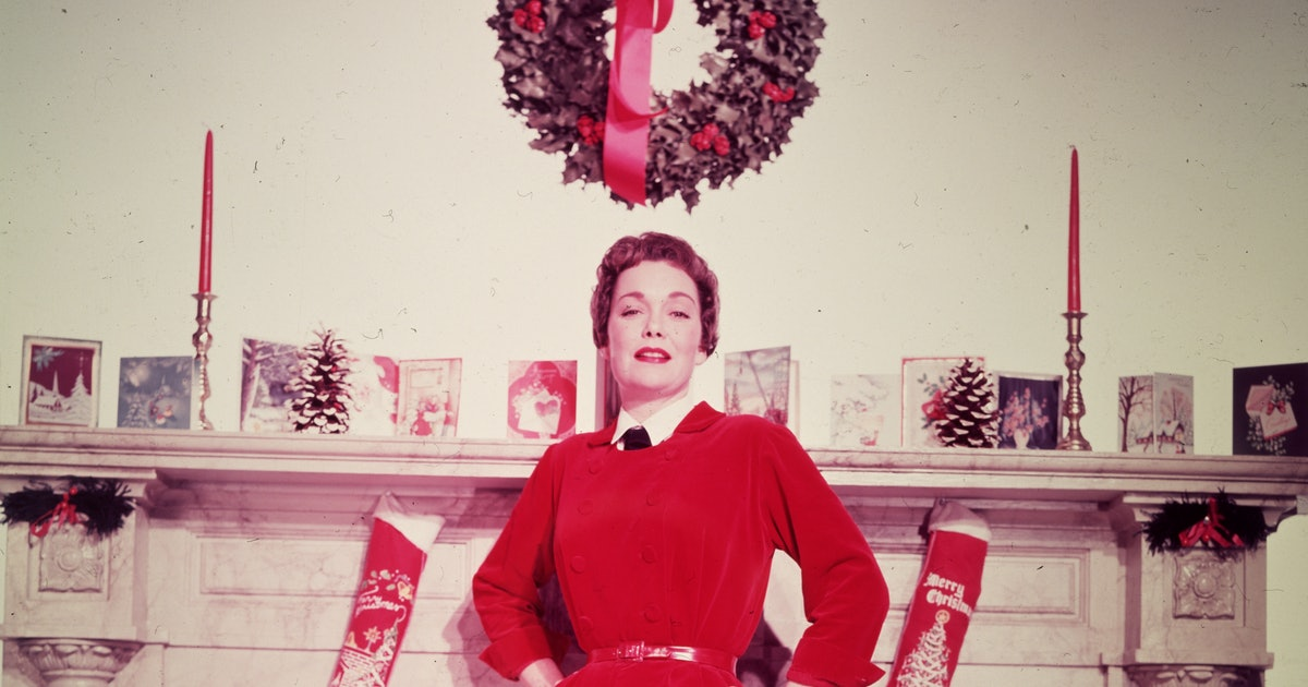 This '50s Christmas Tree Decorating Idea Is Still So Chic