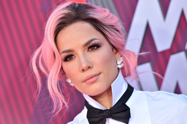 Halsey with pink hair at iHeartRadio Awards 2019