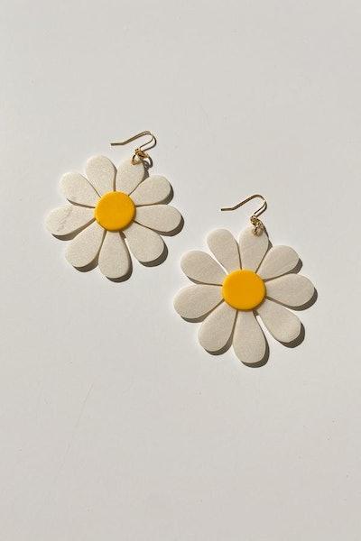Ivy White Daisy Earrings