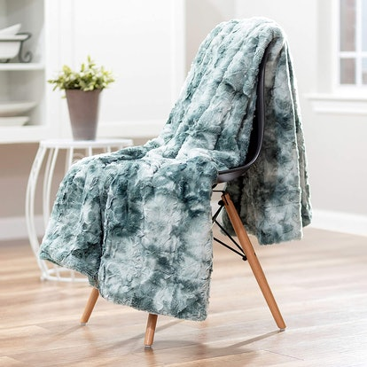 Chanasya Fuzzy Faux Fur Throw Blanket