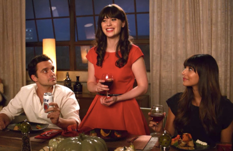 A scene from a thanksgiving episode of New Girl, where Jess makes a speech. This year, consider having thanksgiving with your roommates because of the covid-19 pandemic.
