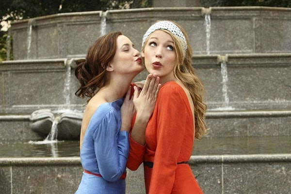 Blair and Serena from 'Gossip Girl' pose in coordinating dresses and headbands in Central Park.