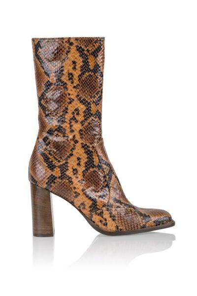 Lauryn Boot in Autumn