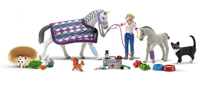 Schleich Horse Club 2020 24-Piece Kids Advent Calendar with Horse Toys