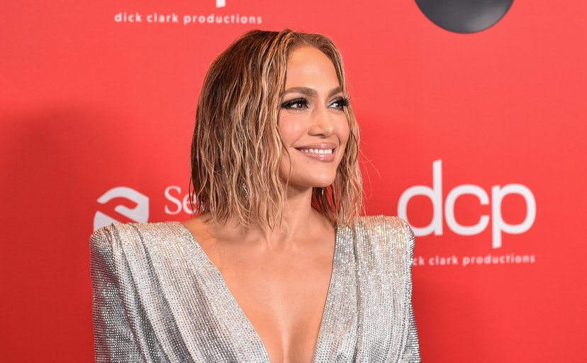 J.Lo's 2020 AMA beauty look: hair and makeup details and products.