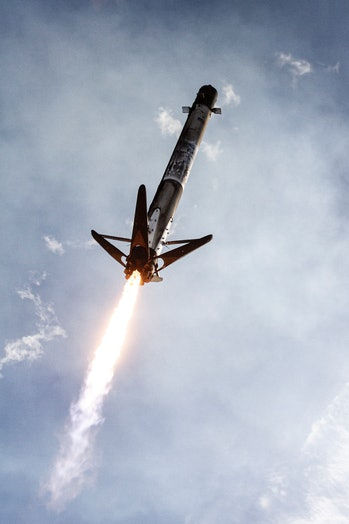 Falcon 9 coming in to land.