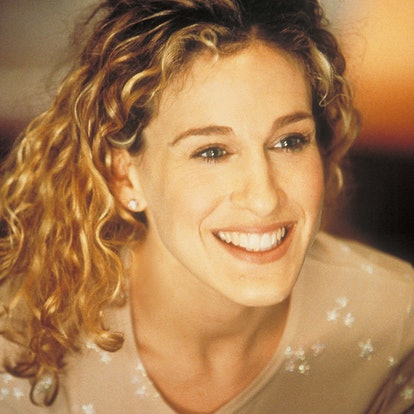 Carrie Bradshaw Hairstyle: Finger-Raked Waves