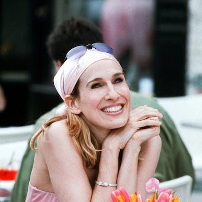 Carrie Bradshaw Hairstyle: Stylized Scarf