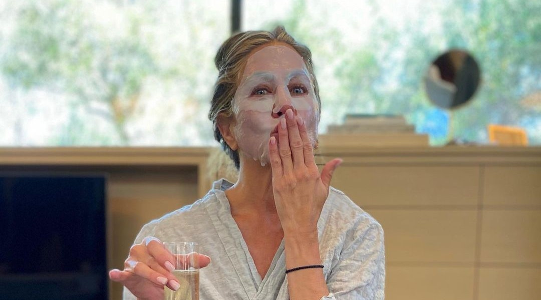 Jennifer Aniston's Face Mask Is 30% Off For Cyber Monday