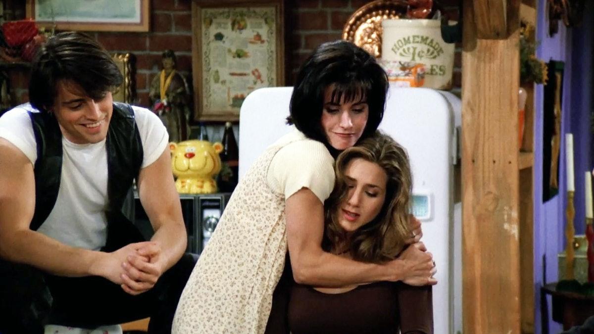 Friends Monica & Rachel hug
