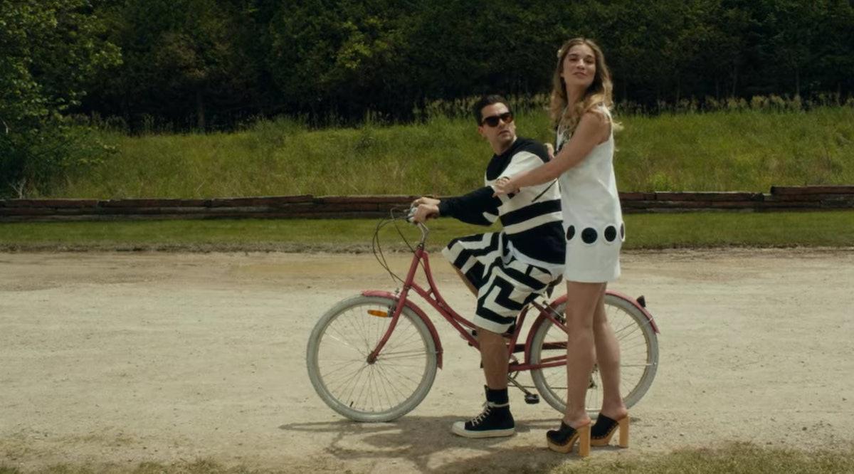 Alexis (Annie Murphy) teaches David (Dan Levy) how to ride a bike on 'Schitt's Creek.'