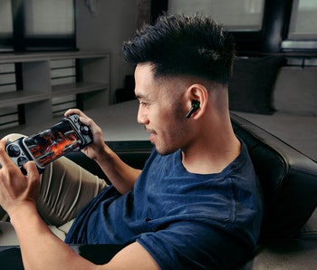 A man uses the Razer Kishi to play a game on his iPhone.
