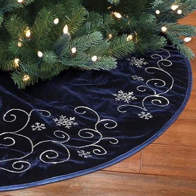 New Traditions Simplify Your Holiday Velvet Tree Skirt