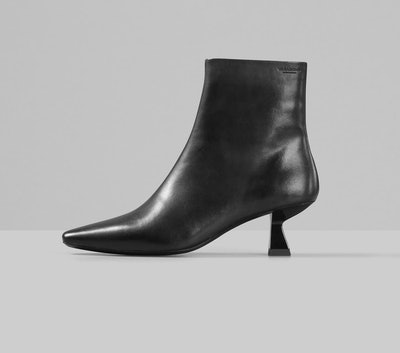 LISSIE Black Leather Boots