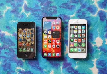 The iPhone 12 mini (center) next to its predecessors, the iPhone 4 (left) and iPhone 5 (right).