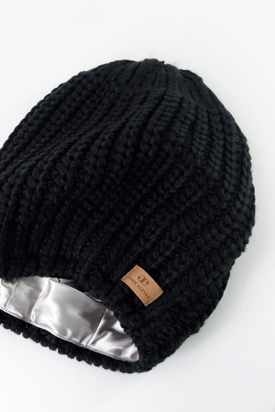 Slouchy Warm Slap Beanie in Black