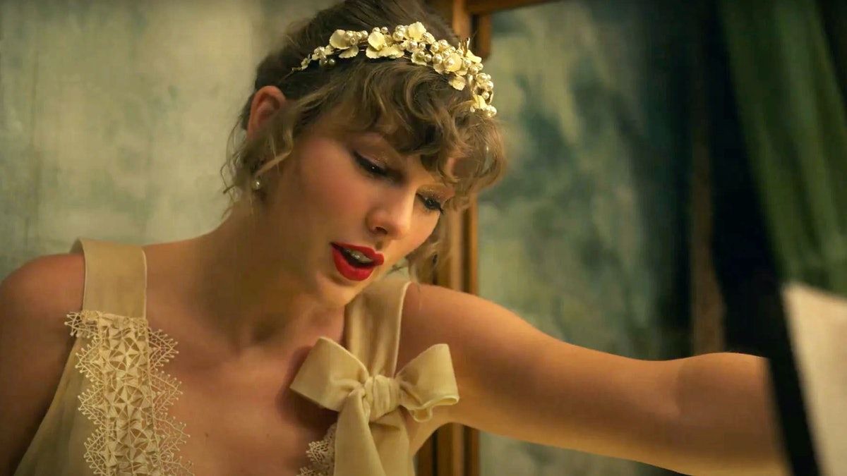 Taylor Swift Evermore Album, Willow Music Video