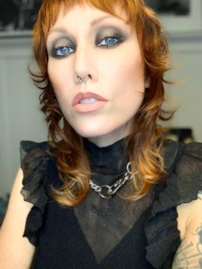 A black velvet look is a great way to wear black eyeshadow.