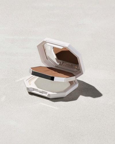 Fenty Beauty Pro Filt'r Soft Matte Powder Foundation sponge.